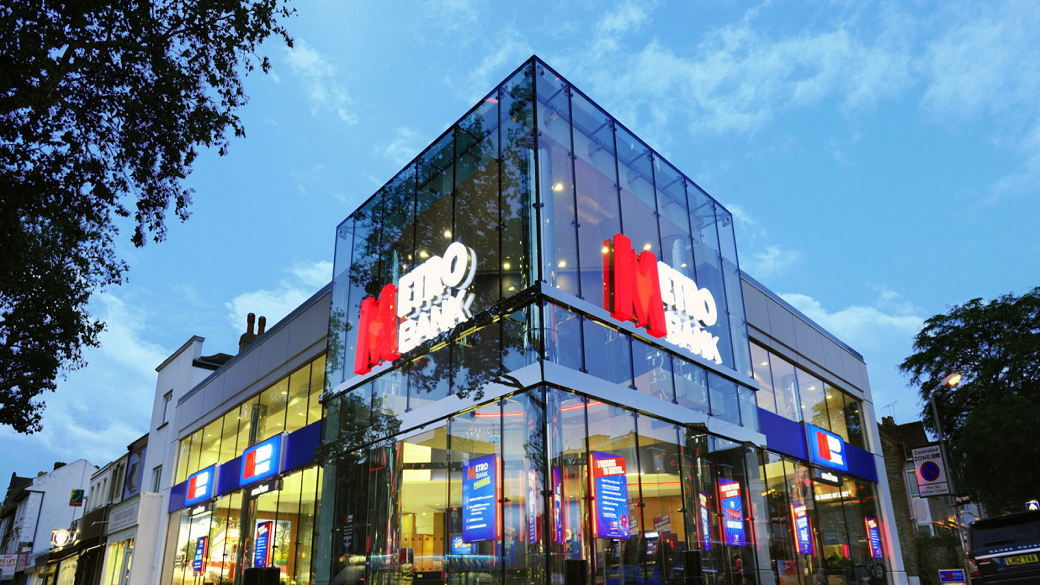 Metro Bank Signs 3 Year Agreement for Artesian Solutions